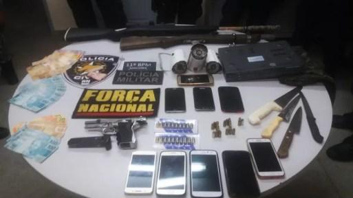 Material apreendidos em Macaíba foi levado para a delegacia da cidade (Foto: Polícia Civil/Divulgação)