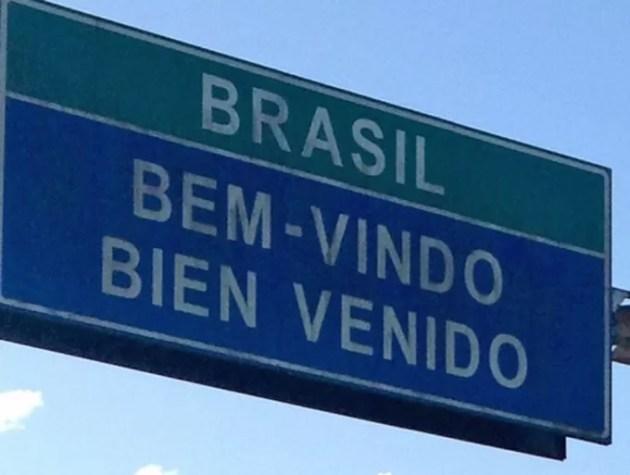Placa na fronteira da Argentina com o Brasil