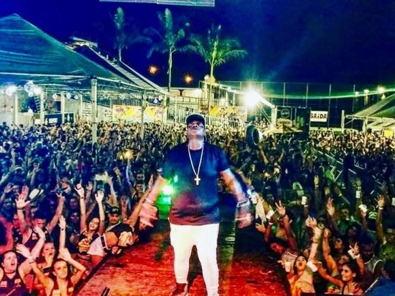 MC Sapão, durante apresentação em Minas Gerais — Foto: Reprodução/Instagram oficial