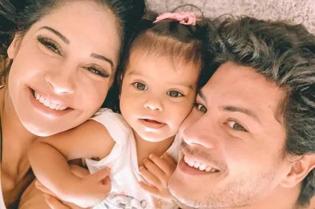 Mayra Cardi e Arthur Aguiar com a filha, Sophia (Foto: Reprodução/Instagram)