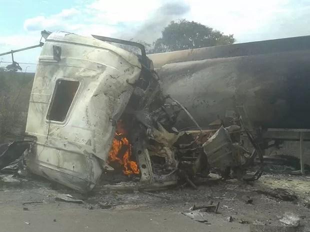 Acidente interditou pista e não hoa previsão de liberação (Foto: site Jangada MT)
