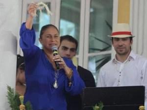 Fafá de Belém canta durante o Círio 2013, ao lado do Pe. Fábio de Melo (Foto: Everaldo Nascimento/ O Liberal)