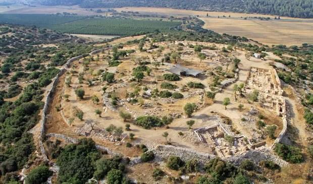 Vista aérea da cidade murada (Foto: Divulgação/Sky View/Autoridade de Antiguidades de Israel/Universidade Hebraica)