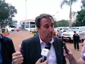 Dia 21: ministro Gilberto Occhi chegou à cidade (Foto: Laion Espíndula/G1)