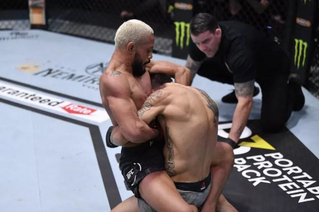 Deiveson Figueiredo finalizou Alex Perez no UFC 255 — Foto: Getty Images
