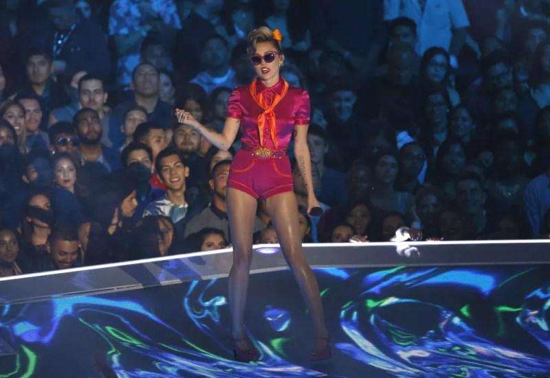 Miley Cyrus canta durante o VMA 2017 (Foto:  REUTERS/Mario Anzuoni)