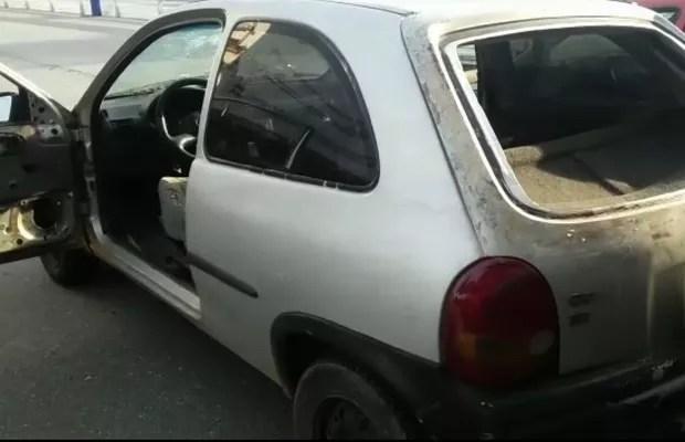 PRF apreende carro com 60 multas e 3 crianças sem cadeirinhas na BR-060 em Goiás (Foto: Reprodução/TV Anhanguera)