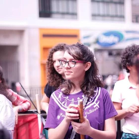 Helena Zelic, da SOF, durante a marcha pela legalização do aborto (2014) (Foto: Dora Leroy)