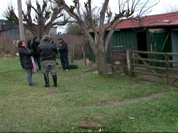 Criança de quatro anos morre em Santana do Livramento após ser violentada pelo pai (Foto: Reprodução/RBS TV)