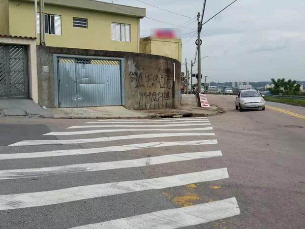 Frentista foi prensada em portão de casa em Jundiaí (Foto: Arquivo pessoal)