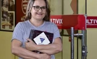 Euliene voltou aos estudos depois de 25 anos (Foto: A Gazeta/Carlos Alberto Silva)