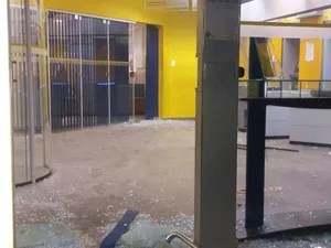 Agência ficou destruída, após ação de criminosos (Foto: Divulgação)