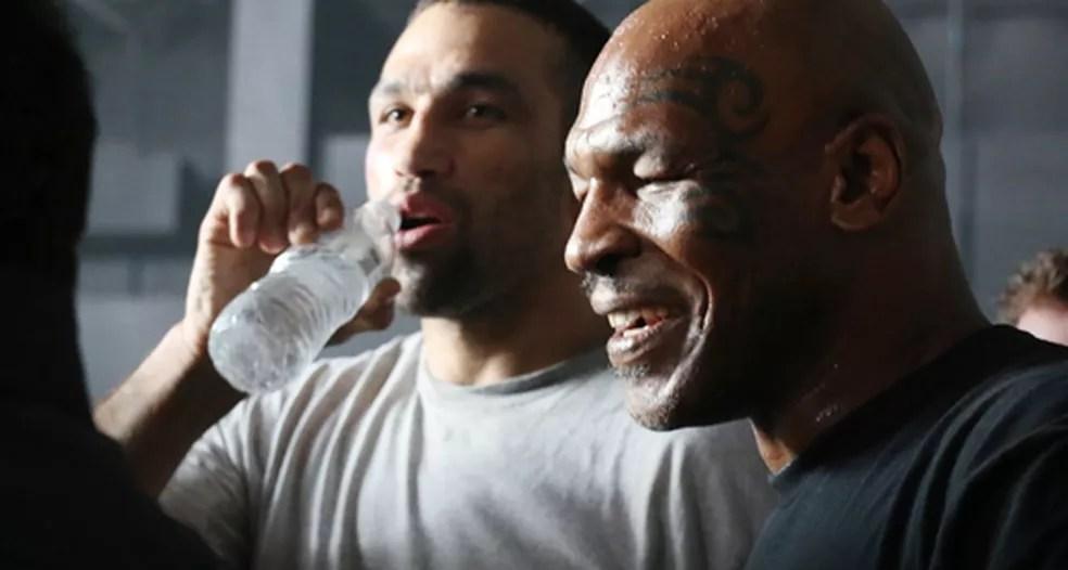 """Werdum e Tyson na gravação de """"Kickboxer: Retaliation"""" — Foto: infoesporte"""