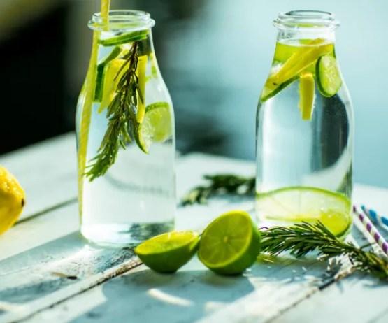 Água com pepino ajuda a combater retenção de líquidos (Foto: Thinkstock)