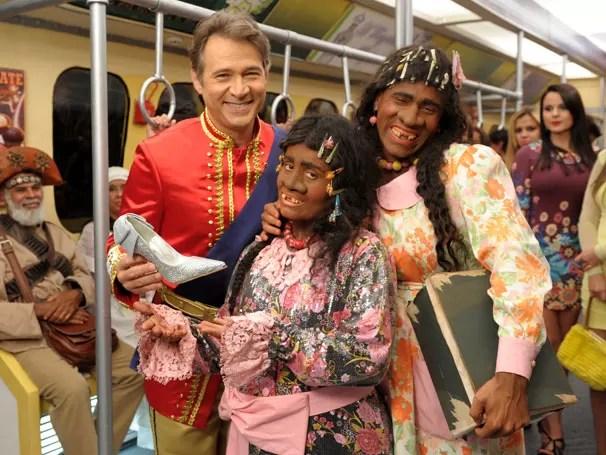 Adelaide (Rodrigo Sant´Anna), Príncipe (Nelson Freitas) e Brit Sprite (Isabelle Marques) comemoram o Dia das Bruxas (Foto: Divulgação / TV Globo)
