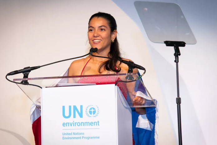 Anna Luísa Beserra foi premiada pela ONU na noite da quinta-feira (26) — Foto: PNUMA / UNEP