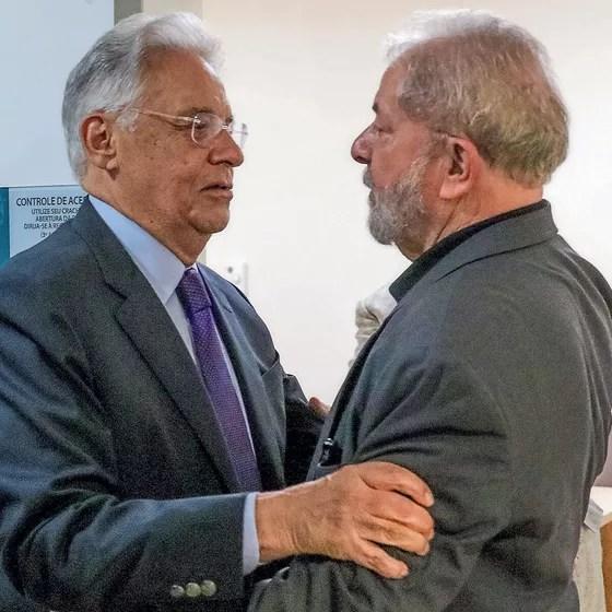 FHC abraça o presidente Lula no hospital.Ele retribuiu  o gesto de Lula,que foi ao velório de dona Ruth em 2008. (Foto: Beto Barata/PR)
