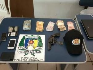 Produtos apreendidos com os assaltantes de supermercado de Xambioá (Foto: Polícia Militar/Divulgação)
