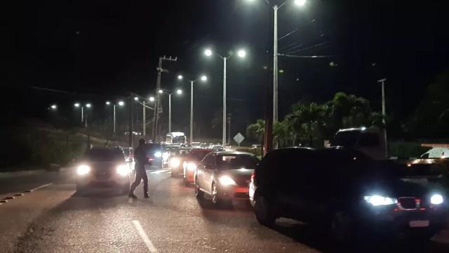 Trânsito na Via Costeira precisou ser desviado — Foto: Sérgio Henrique Santos/Inter TV Cabugi