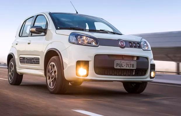 Avaliamos O Fiat Uno Sporting Com Cmbio Automatizado