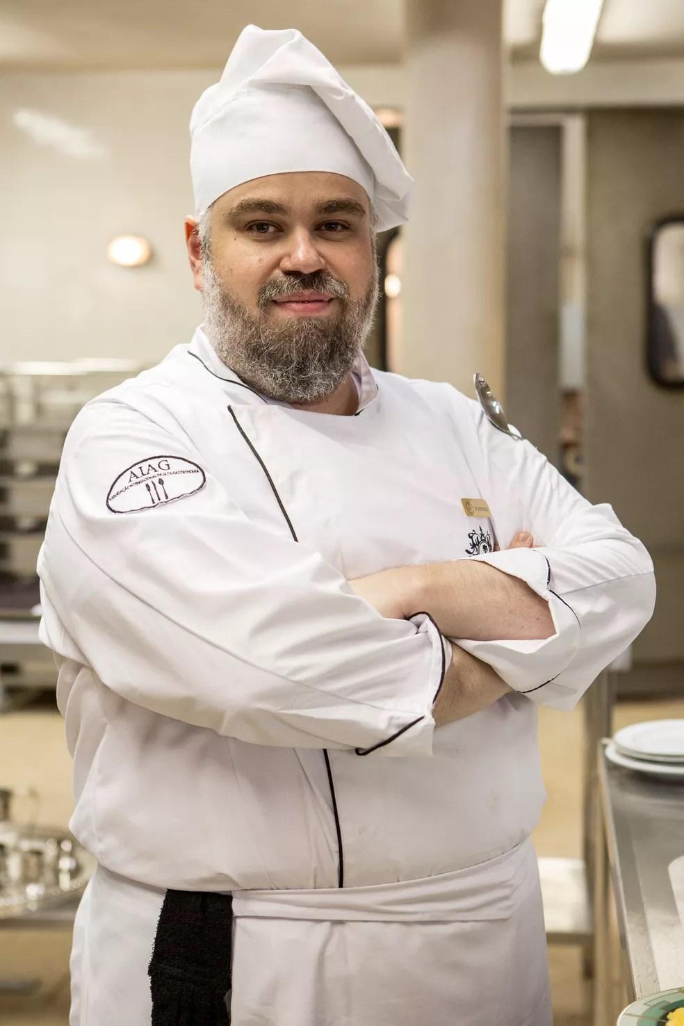 Chef D'Angelo cuida para que tudo saia bem na cozinha do Carioca Palace (Foto: Rafael Lima/Divulgação)