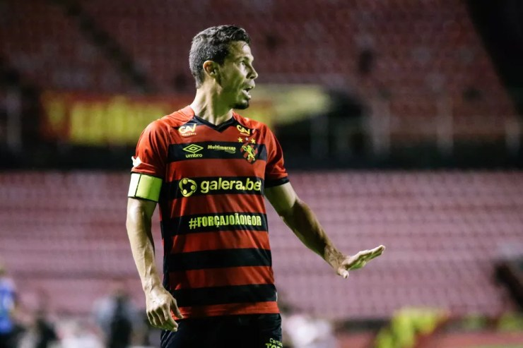 Hernanes em campo pelo Sport — Foto: Anderson Stevens / Sport Club do Recife