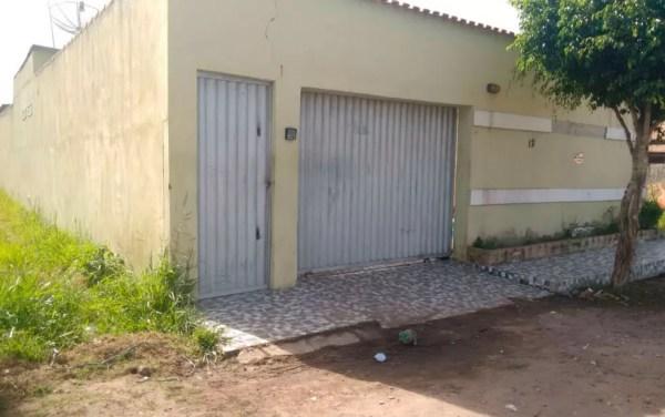 Casa onde jovens foram mortos em Porto Seguro (Foto: Taísa Moura/TV Santa Cruz)