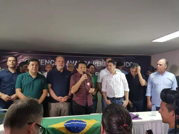 Em convenção no Recife, quatro partidos divulgam apoio a Armando Monteiro (PTB), pré-candidato ao governo estadual (Foto: Antonio Coelho/TV Globo)