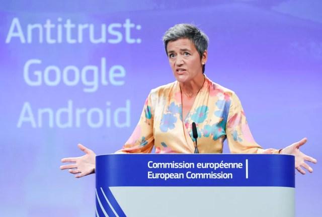 Margrethe Vestager, comissária europeia de Concorrência, detalha multa de de 4,34 bilhões de euros contra o Google (Foto: Yves Herman/Reuters)