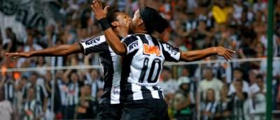 Ronaldinho gaúcho gaúcho Jô atlético-MG gol vasco (Foto: Yuri Edmundo / Agência Estado)