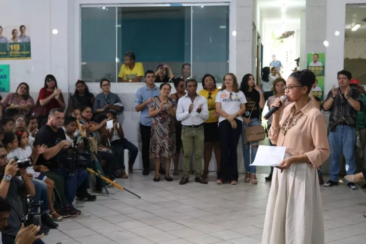 Marina Silva durante discurso a crianças e adolescentes em Teresina — Foto: Lucas Marreiros/G1