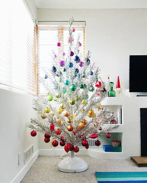 Resultado de imagem para Árvores de natal criativas e fáceis de montar casa vogue