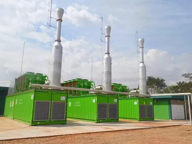 Motogeradores transformam gás liberado de lixo eme enrgia elétrica, em Guatapará (SP) (Foto: Felipe Turioni/G1)