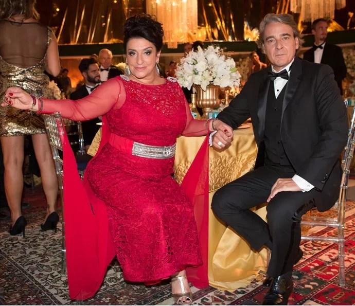 Casamento de Teodora (Grace gianoukas) e Aparício (Alexandre Borges) será marcado por conflitos (Foto: Fabiano Battaglin/Gshow)