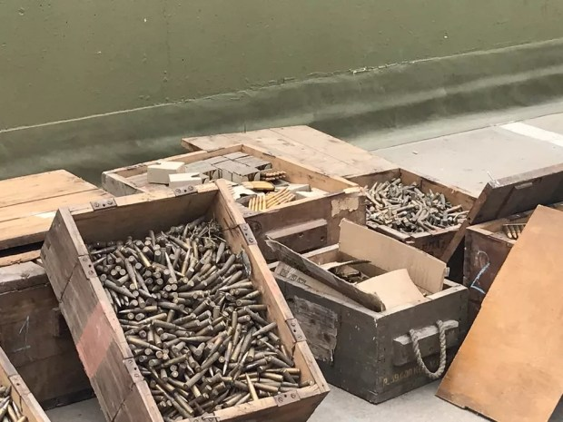 Autoridades argentinas e americanas apreenderam 32 mil munições que seriam enviadas para o RJ — Foto: Divulgação/Gendarmería Nacional
