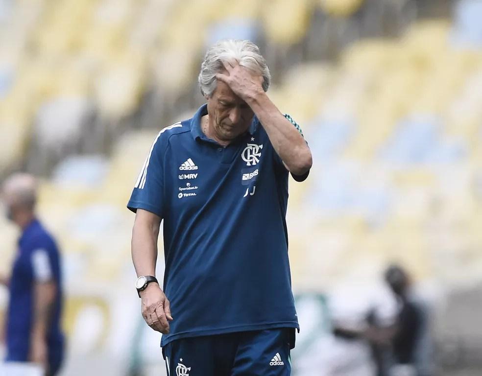 Jorge Jesus em clássico com o Fluminense, no úlltimo domingo — Foto: André Durão