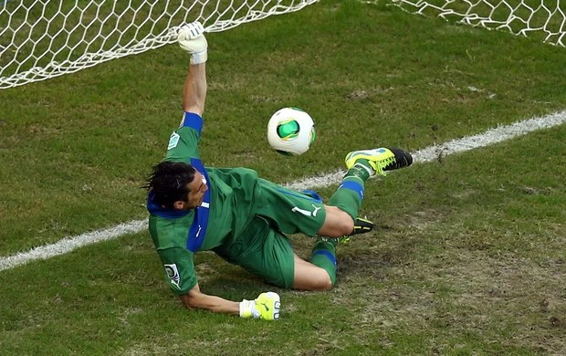 buffon penalti italia x uruguai (Foto: Getty Images)