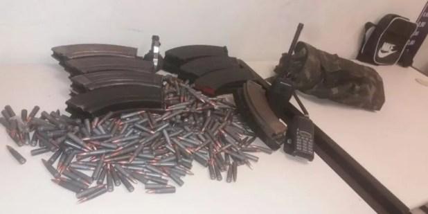 Carregadores de fuzil encontrados na Rocinha (Foto: Divulgação)