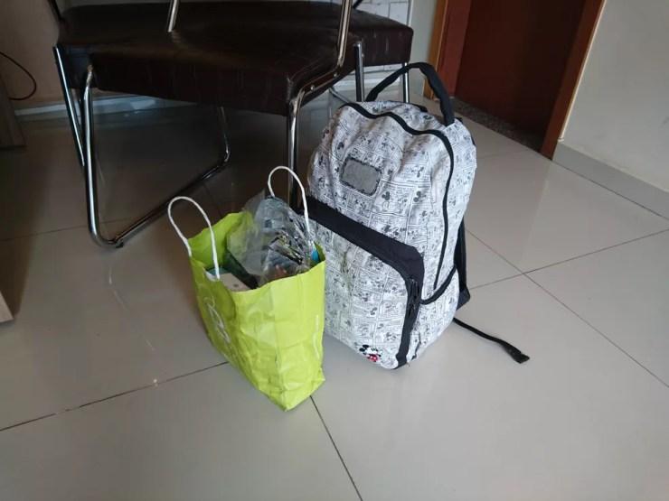 Adolescente de Sorocaba deixou o hospital com presentes que ganhou de funcionários e colegas (Foto: Carlos Dias/G1)