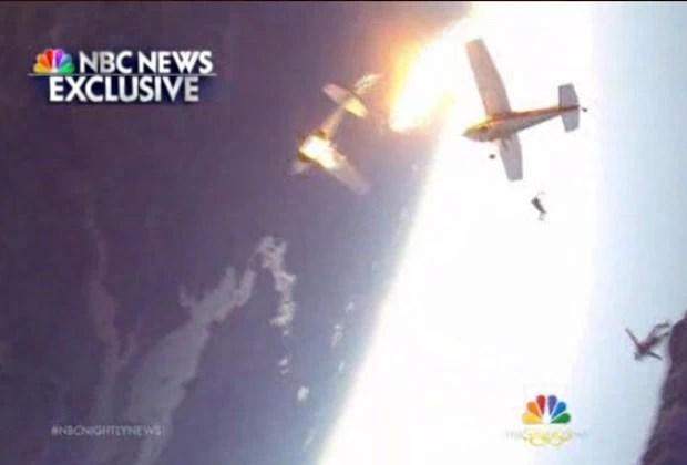 Dois aviões que levavam paraquedistas bateram durante o voo nos Estados Unidos; todos a bordo sobreviveram (Foto: Reprodução/NBC News)