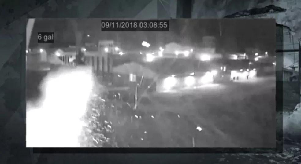 Câmeras de segurança da Penitenciária de Piraquara registraram as explosões — Foto: Reprodução/TVGlobo