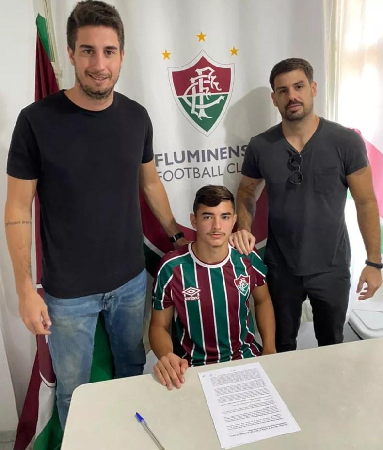 Felipe Andrade ao lado dos empresários Marcel Giannecchini e Gabriel Passos — Foto: Divulgação