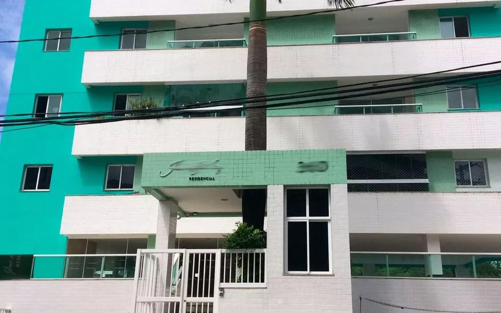 Grande quantidade de dinheiro em espécie foi encontrada em apartamento no bairro da Graça, em Salvador (Foto: Alan Oliveira/G1)