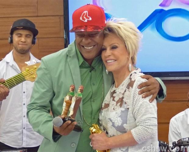 Márcio Victor se emocionou com presente dado por Ana Maria (Foto: Mais Você / TV Globo)