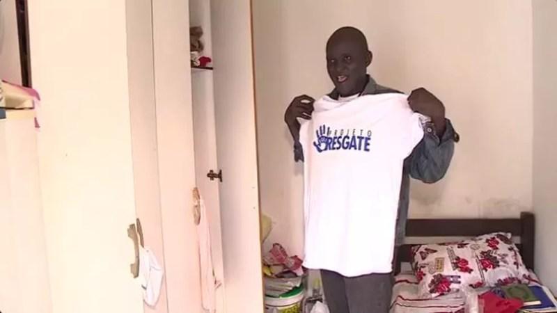 Moussa recebe R$ 120 por dois dias de trabalho em projeto (Foto: Reprodução RBS TV)