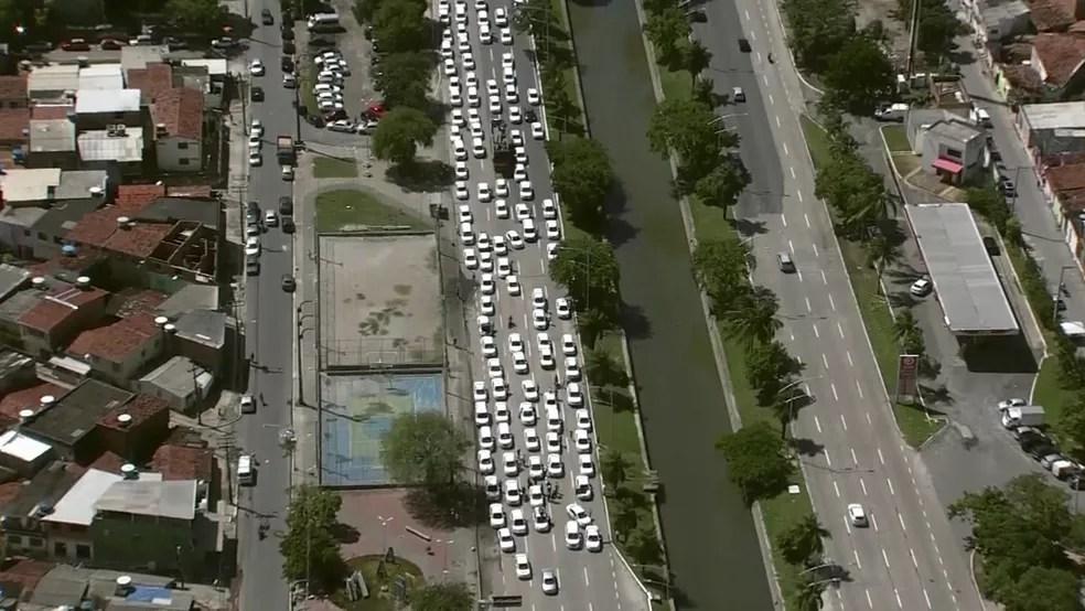 Taxistas fizeram protestos no Recife (Foto: Reprodução/TV Globo)