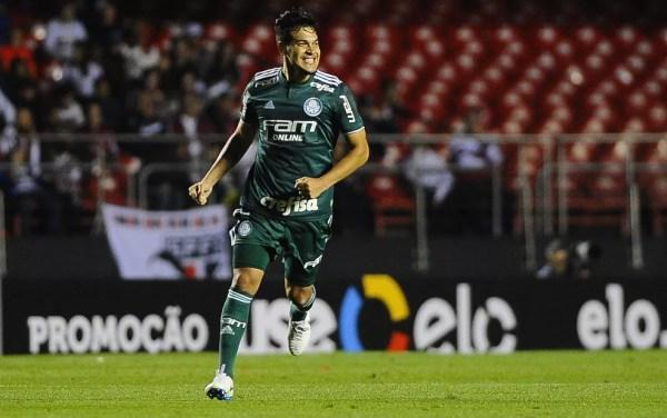 Gustavo Gómez, zagueiro do Palmeiras, comemorando gol sobre o São Paulo — Foto: Marcos Ribolli