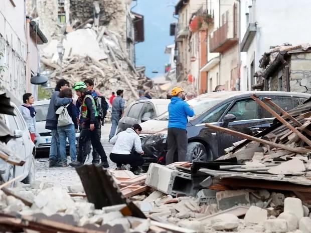 Imagens de destruição em Amatrice (Foto: Remo Casilli / Reuters)