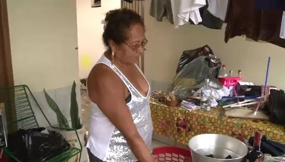 Gercina lembra que foi à casa de primo para um churrasco e de repente água começou a invadir casa (Foto: Reprodução/Rede Amazônica Acre)