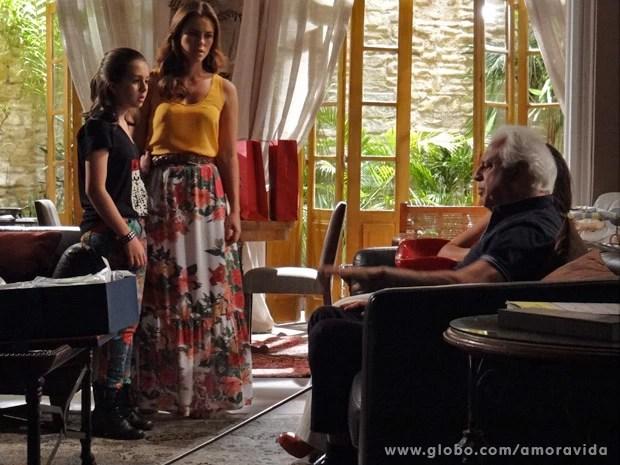 César expulsa filha e neta de sua casa (Foto: Amor à Vida/ TV Globo)